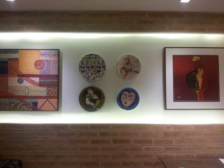 Apart em Ipanema: Salas de estar  por Ana Adriano Design de Interiores,Eclético