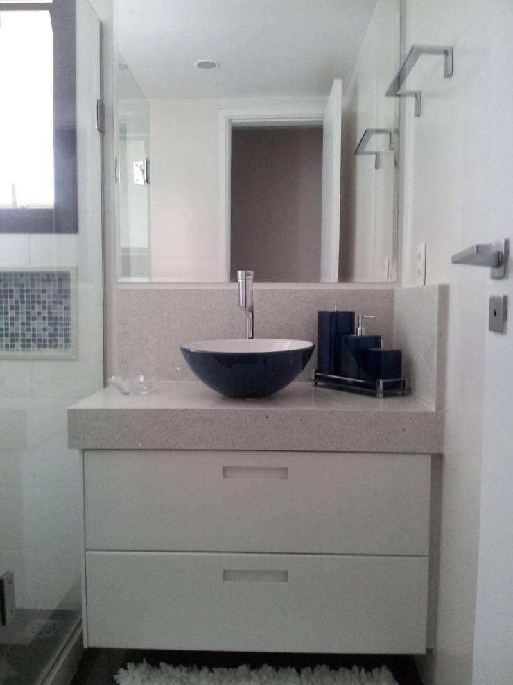 Banheiro  social: Banheiros  por Ana Adriano Design de Interiores,Moderno