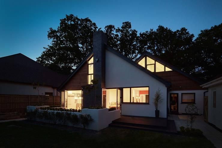 Casas modernas por LA Hally Architect