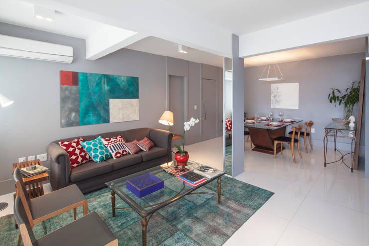 Apartamento 303: Salas de estar modernas por Estúdio Barino | Interiores