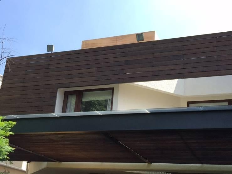 Bosques de las Lomas: Casas de estilo  por Shimada Flooring
