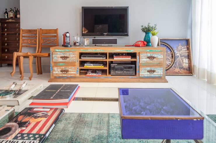 Phòng khách theo Estúdio Barino | Interiores, Hiện đại