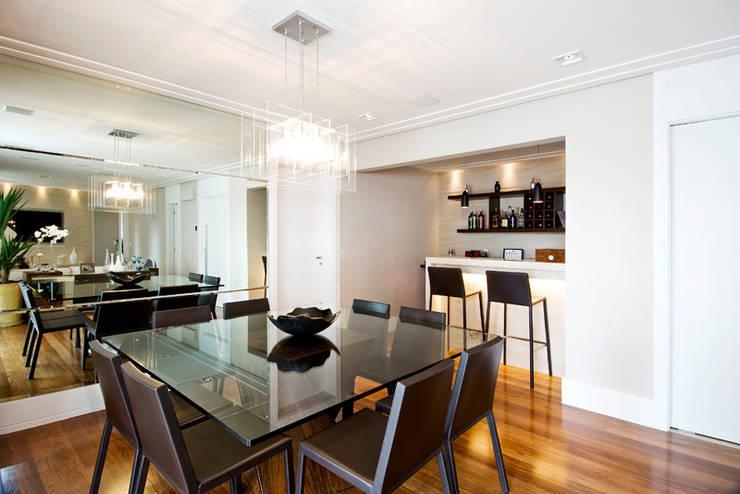 Sala de jantar : Salas de jantar  por Cavalcante Ferraz Arquitetura / Design ,Moderno