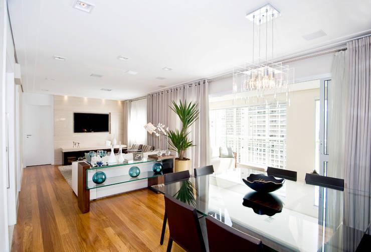 Living e Sala de Jantar : Salas de estar  por Cavalcante Ferraz Arquitetura / Design ,Moderno