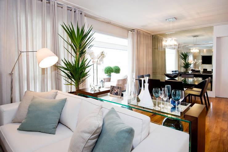 Living : Salas de estar  por Cavalcante Ferraz Arquitetura / Design