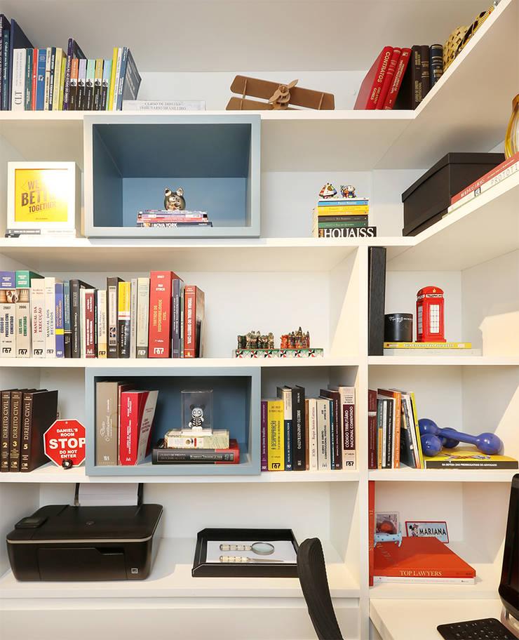 Home Office: Escritórios  por Casa 2 Arquitetos,Moderno
