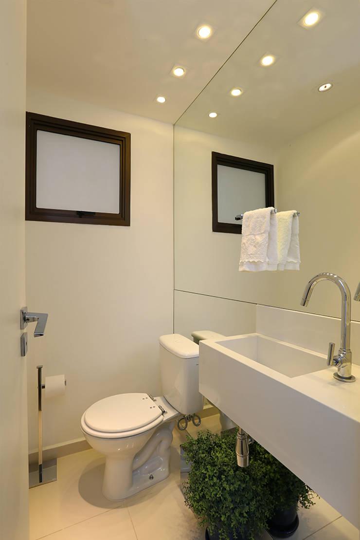 Lavabo: Banheiros  por Casa 2 Arquitetos,Moderno