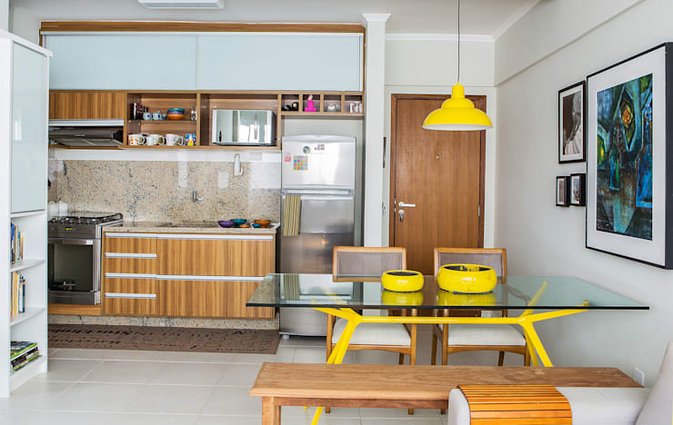 Kitchen by Bruno Sgrillo Arquitetura
