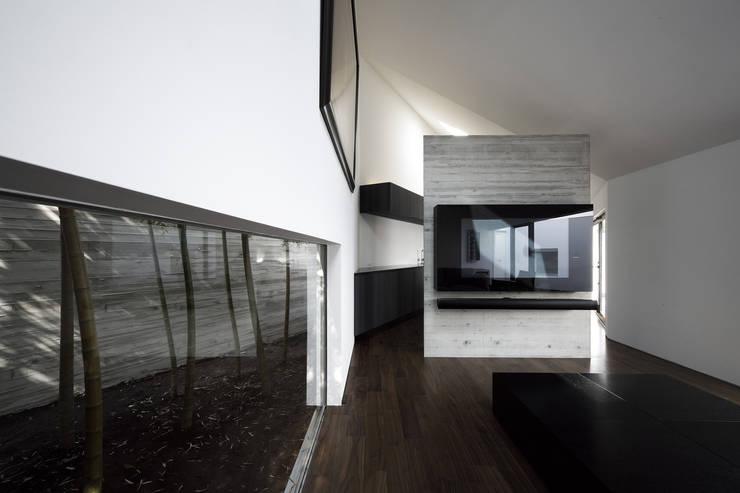 Lik house: 株式会社廣田悟建築設計事務所が手掛けたリビングです。