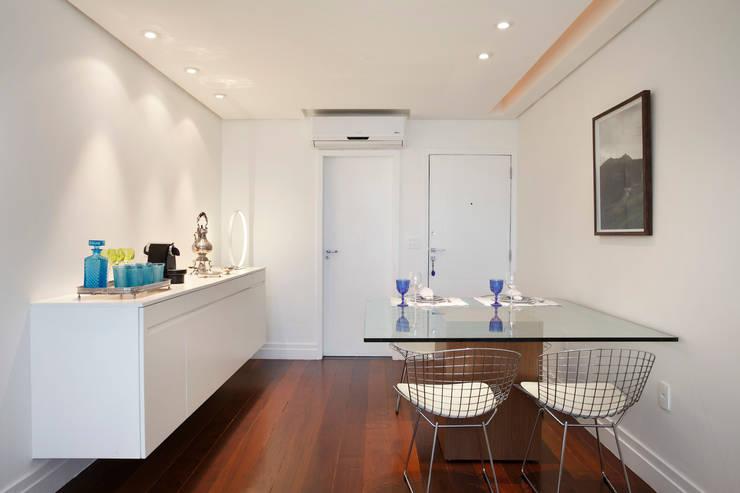 Apartamento 08: Salas de jantar  por Estúdio Barino | Interiores