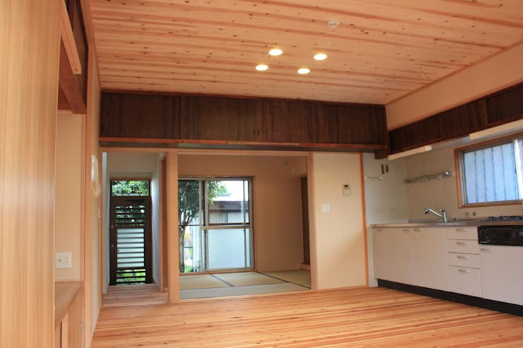 改修後のLDK: 一級建築士事務所 CAVOK Architectsが手掛けたです。