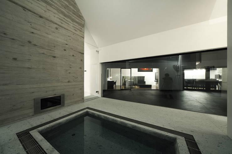 Lik house: 株式会社廣田悟建築設計事務所が手掛けた浴室です。