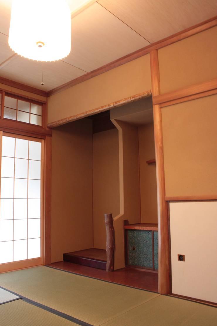 改修後の和室: 一級建築士事務所 CAVOK Architectsが手掛けたです。