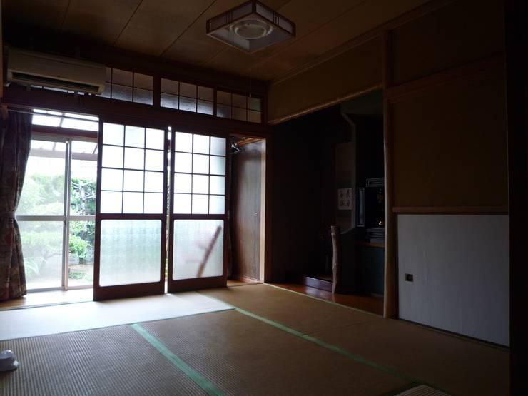 改修前の和室: 一級建築士事務所 CAVOK Architectsが手掛けたです。