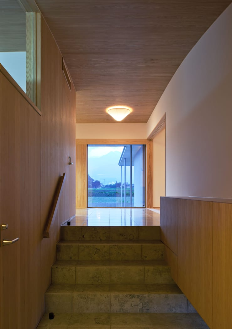 玄関ホール: アトリエ・アースワークが手掛けた玄関&廊下&階段です。,
