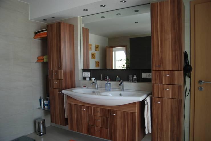Projekty,  Łazienka zaprojektowane przez WUNSCHhaus - die innovative Wohnbau GmbH