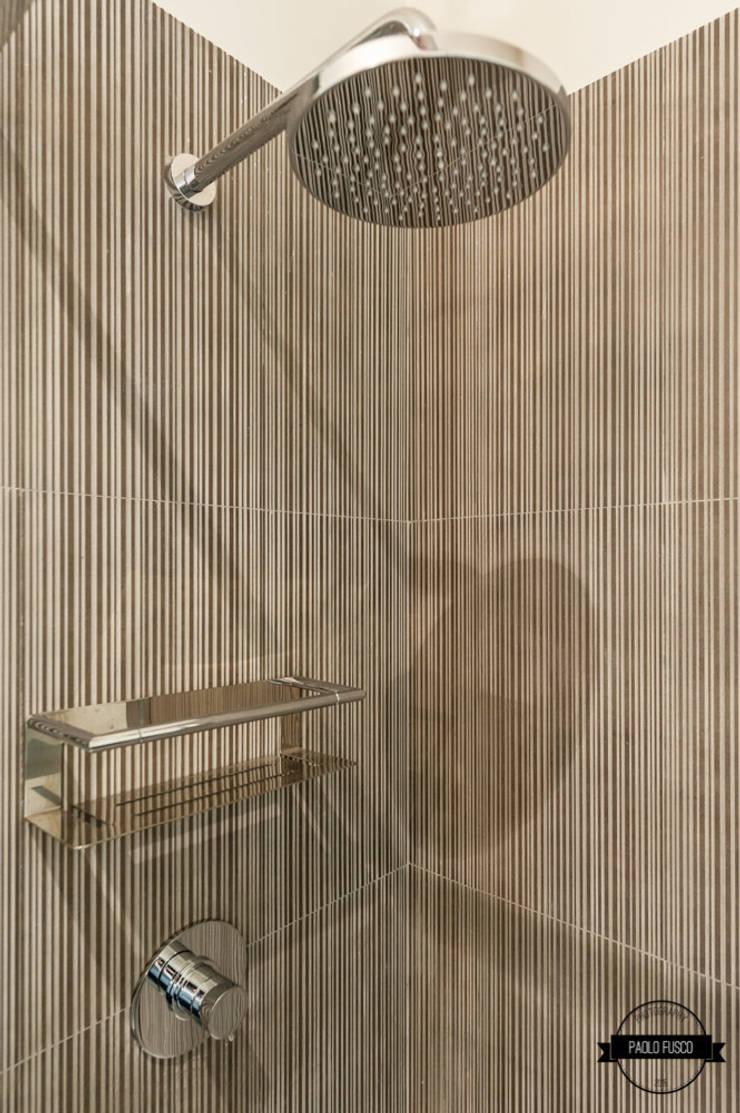 Doccia: Bagno in stile  di Paolo Fusco Photo