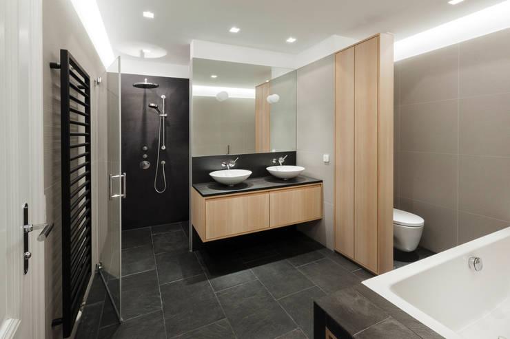 Badezimmer:  Badezimmer von Tischlerei Krumboeck