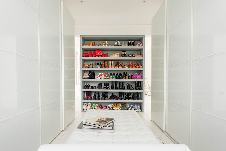Walk in closet de estilo  por HollandGreen