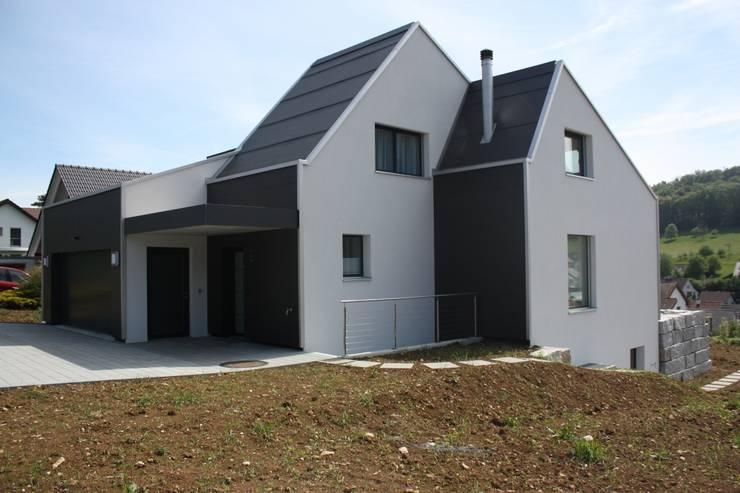 Eingangsfassade:  Häuser von wohlgemuth & pafumi | architekten ag