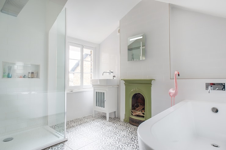 Full House Renovation with Crittall Extension, London: eclectic Bathroom by HollandGreen