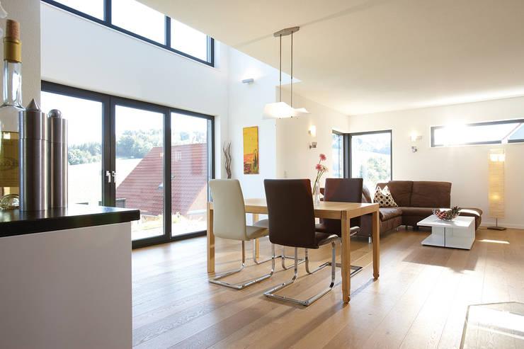 modern Dining room by FingerHaus GmbH