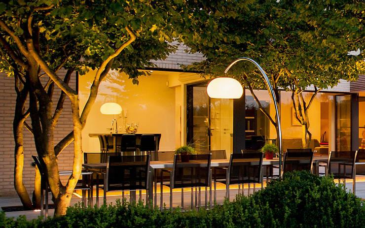Balcones y terrazas de estilo  de Bolz Planungen für Licht und Raum