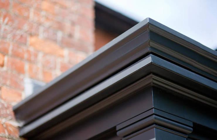 Roof edge corner:  Conservatory by Westbury Garden Rooms