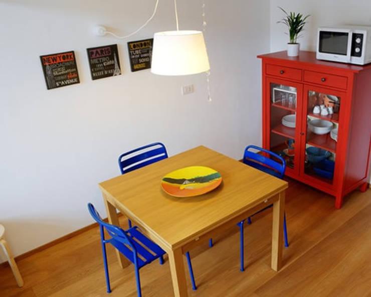 loft a milano: Soggiorno in stile  di archiexpress
