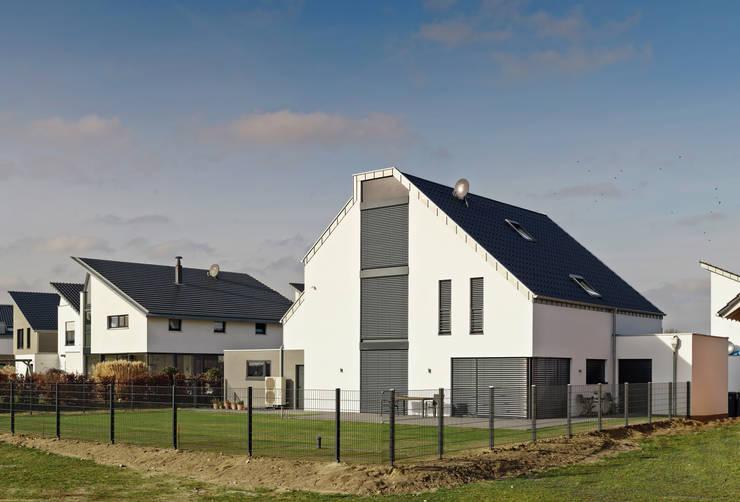 Projekty, klasyczne Domy zaprojektowane przez Architektur I Stadtplanung Verhoeven