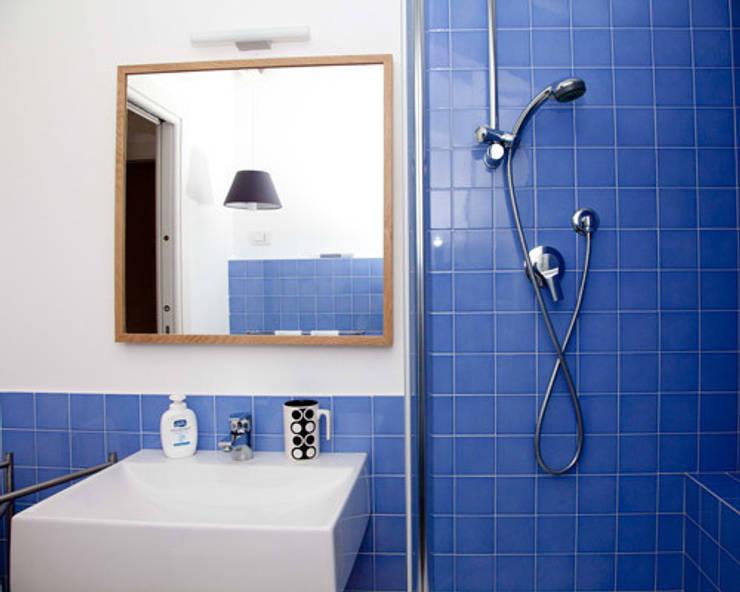 loft a milano: Bagno in stile  di archiexpress