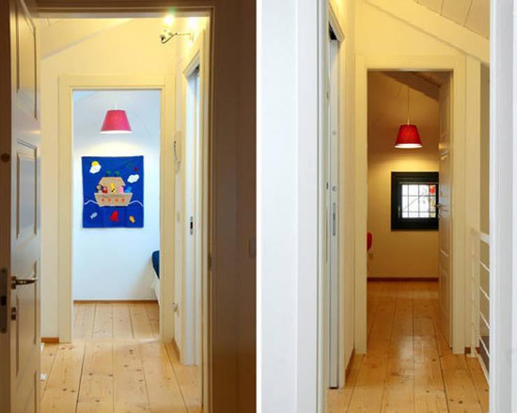 loft a milano: Ingresso & Corridoio in stile  di archiexpress