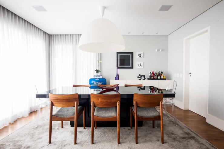 Sala de Jantar : Salas de jantar  por Casa 2 Arquitetos,Moderno