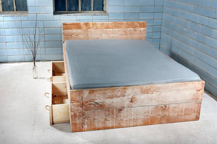 Bett SANNES mit 2 Bettkasten :  Schlafzimmer von homify