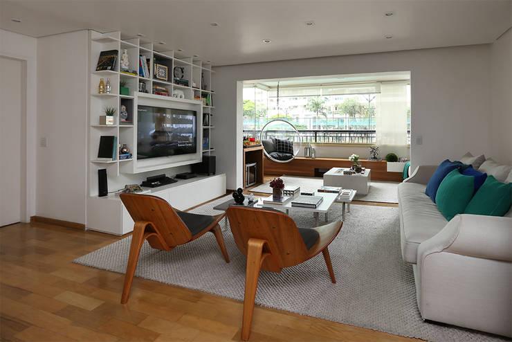 Soggiorno in stile  di Casa 2 Arquitetos