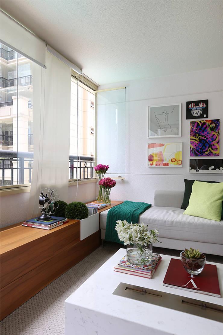 Living: Salas de estar  por Casa 2 Arquitetos