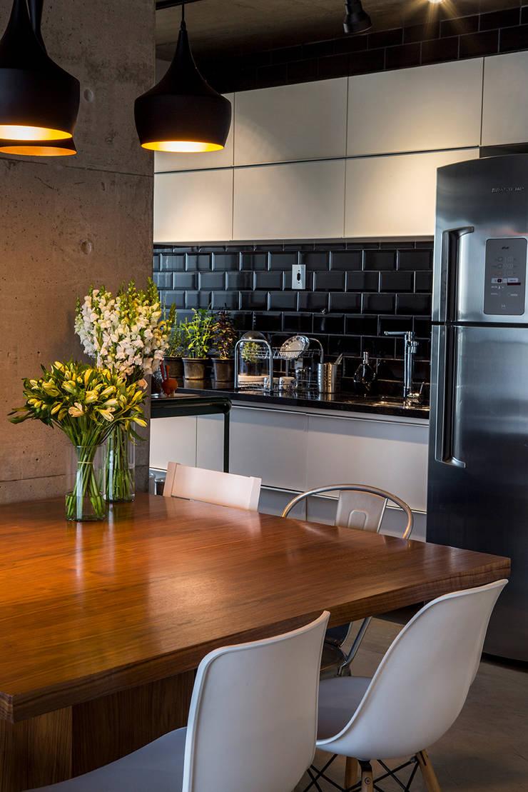 Cocinas de estilo moderno de Casa 2 Arquitetos Moderno
