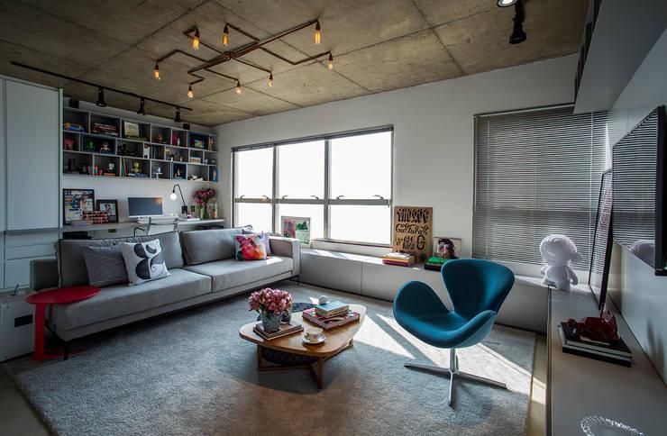 Salas / recibidores de estilo  por Casa 2 Arquitetos