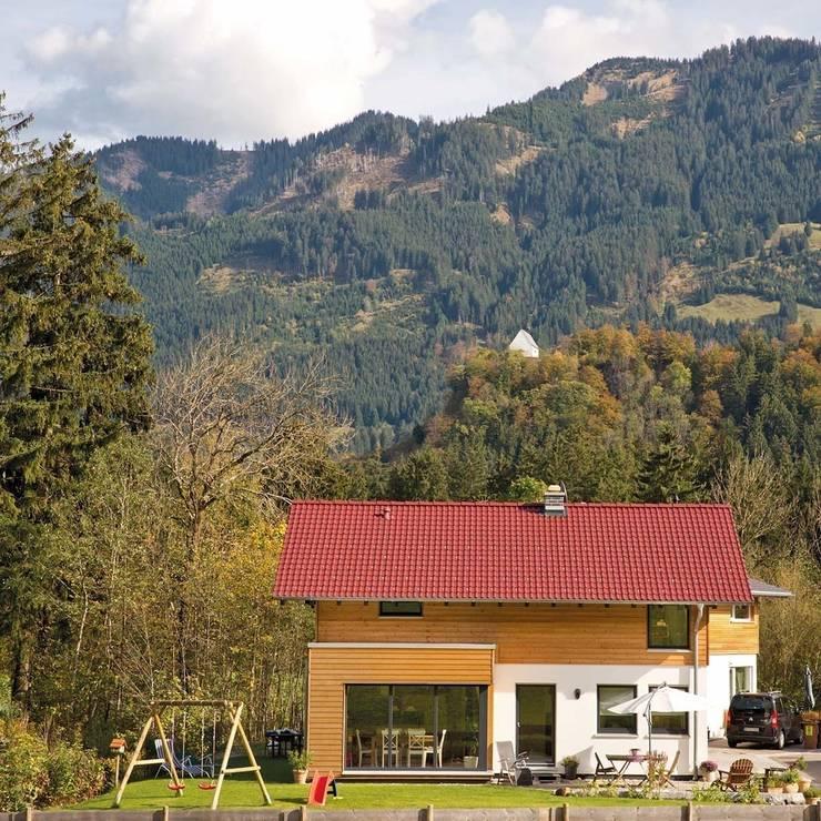 Projekty, wiejskie Domy zaprojektowane przez homify