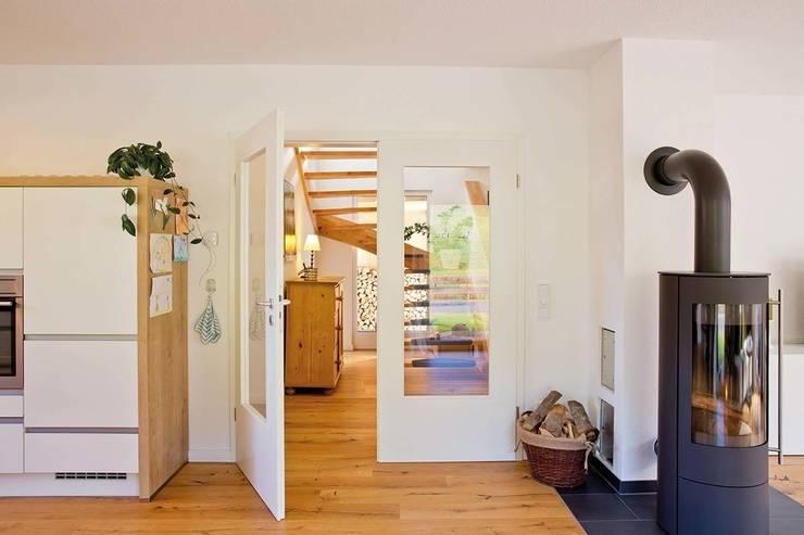 Puertas interiores de estilo  por FingerHaus GmbH