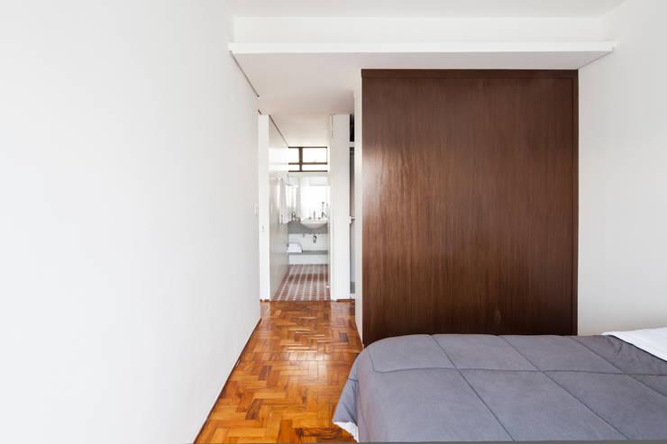 Apartamento Maria Antônia: Quartos  por Zemel+ ARQUITETOS