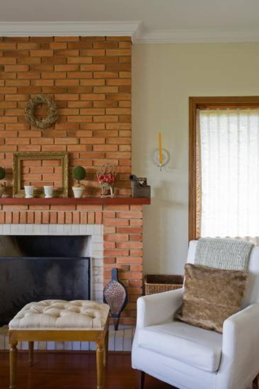 Canto da Lareira: Sala de estar  por Liliana Zenaro Interiores,