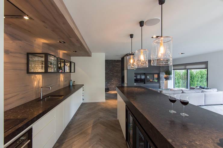 Bar Tuin-lounge: landelijke Tuin door Medie Interieurarchitectuur