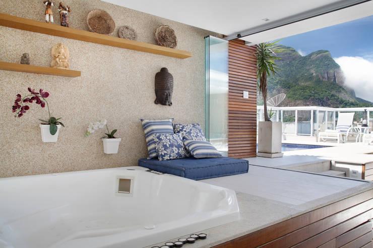 Spa de estilo moderno por Carolina Mendonça Projetos de Arquitetura e Interiores LTDA
