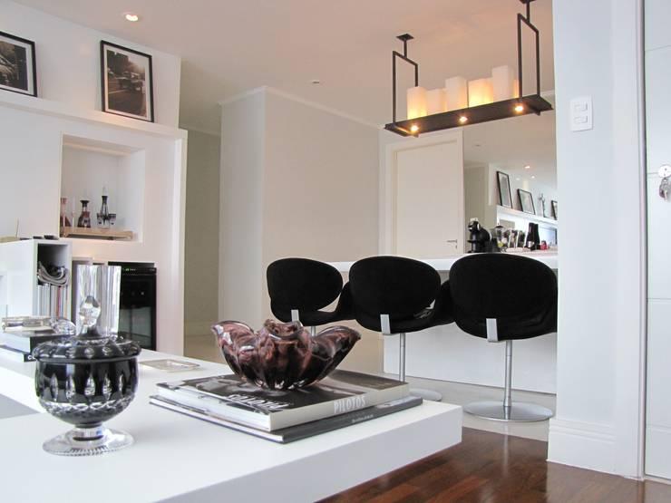 Detalhe : Salas de jantar modernas por Arquitetura Juliana Fabrizzi