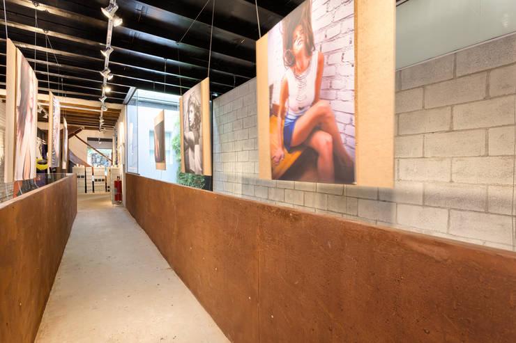 Espaço Conceito New Creators: Centros de exposições  por Motirõ Arquitetos