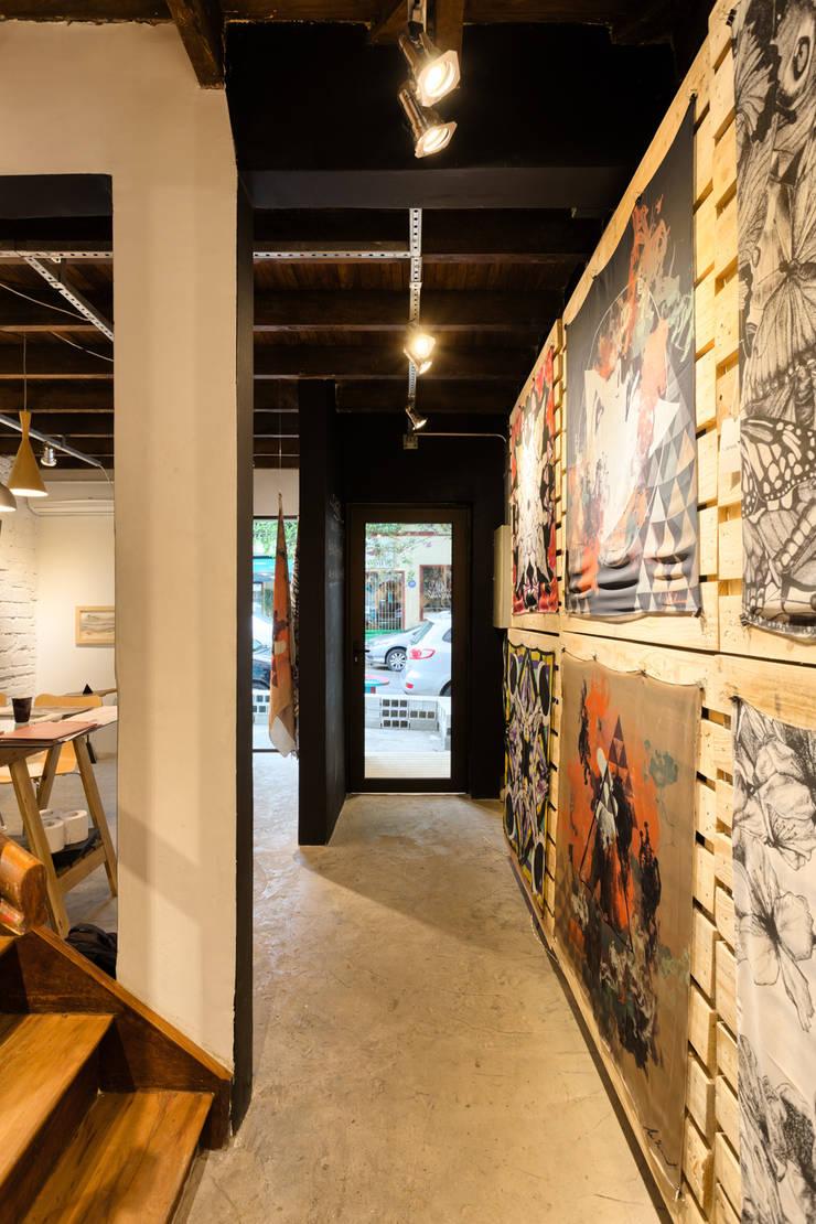 Espaço Conceito New Creators: Lojas e imóveis comerciais  por Motirõ Arquitetos