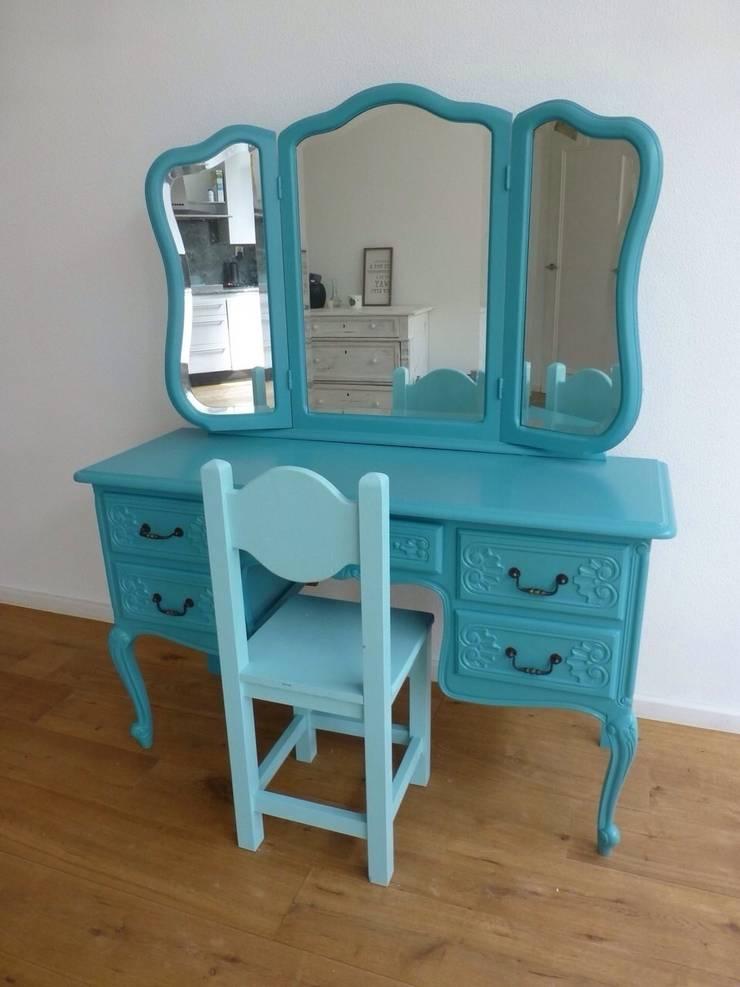 Blauwe kaptafel. :  Slaapkamer door Happykidsart