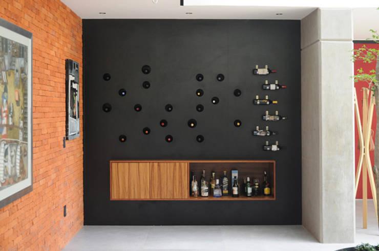 Salas / recibidores de estilo  por Mediamadera