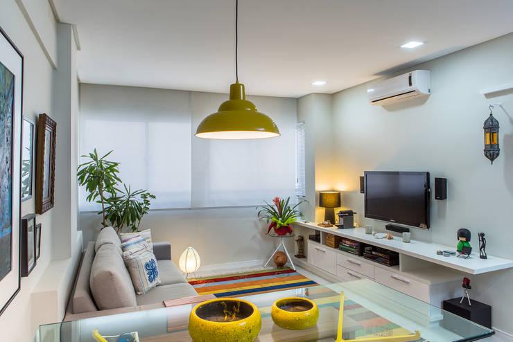 Sala estar e jantar: Salas de estar  por Milla Holtz Arquitetura,Moderno